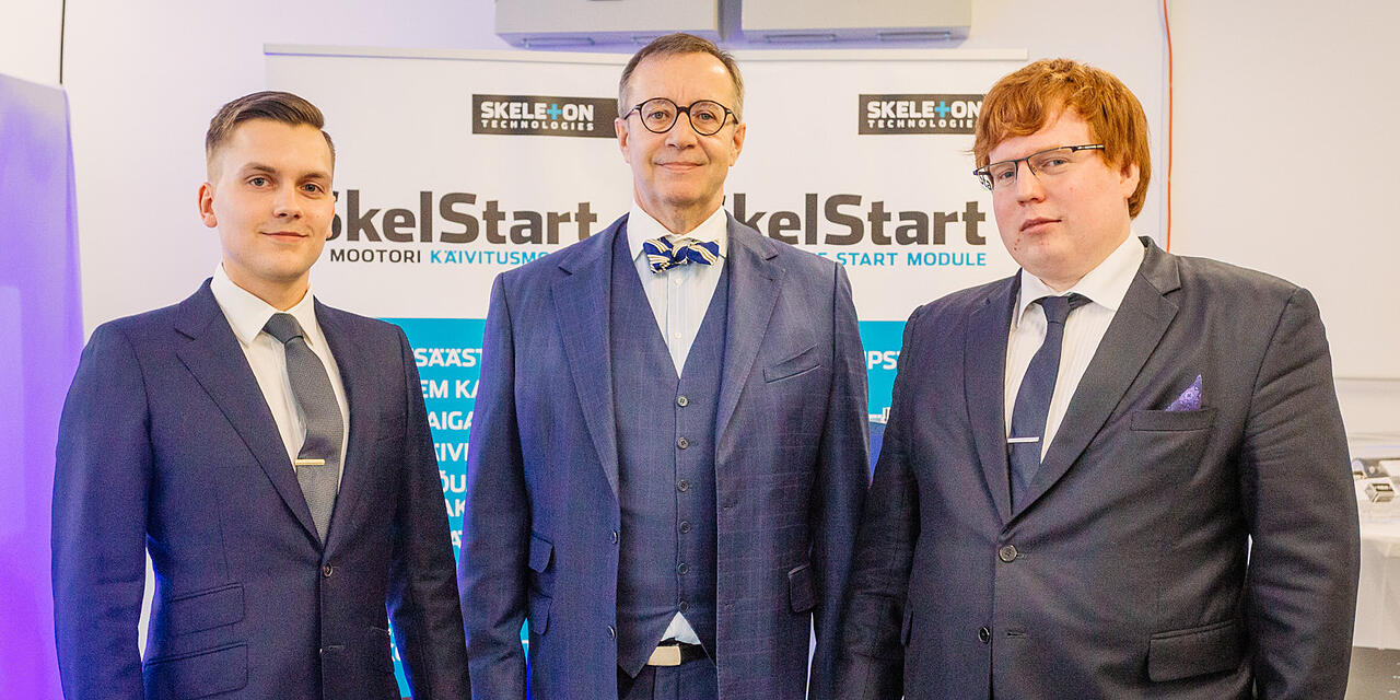 Skeleton Technologies founders Oliver Ahlberg and Taavi Madiberk with Estonian President Toomas Hendrik Ilves in new facilities.jpg