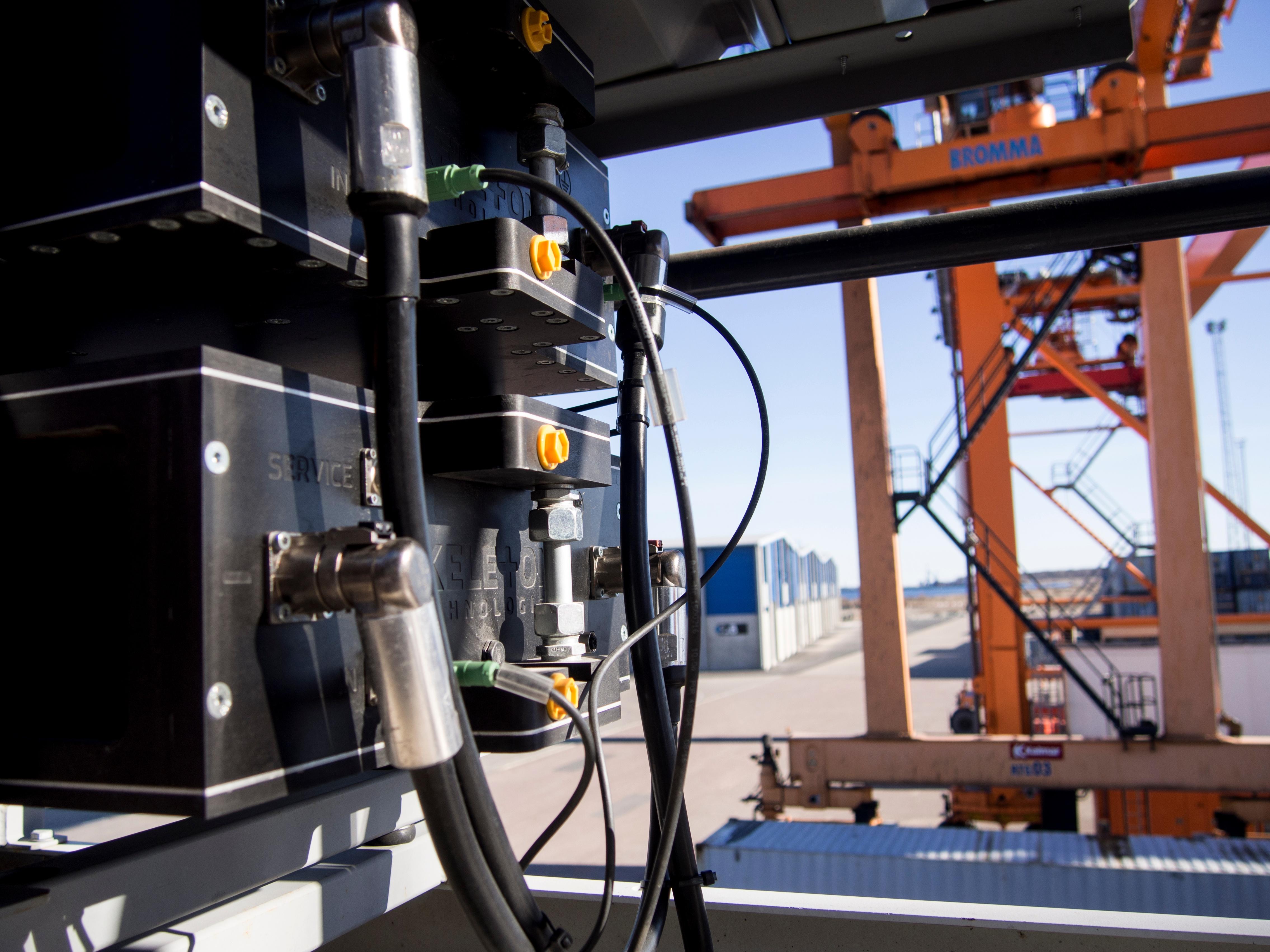 Skeleton Technologies Port Crane KERS Muuga (1).jpg
