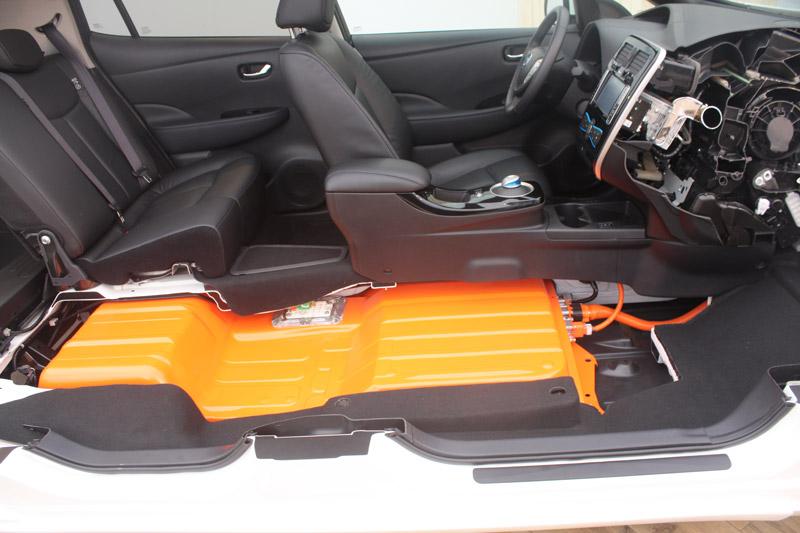 Nissan-Leaf-cutaway.jpg